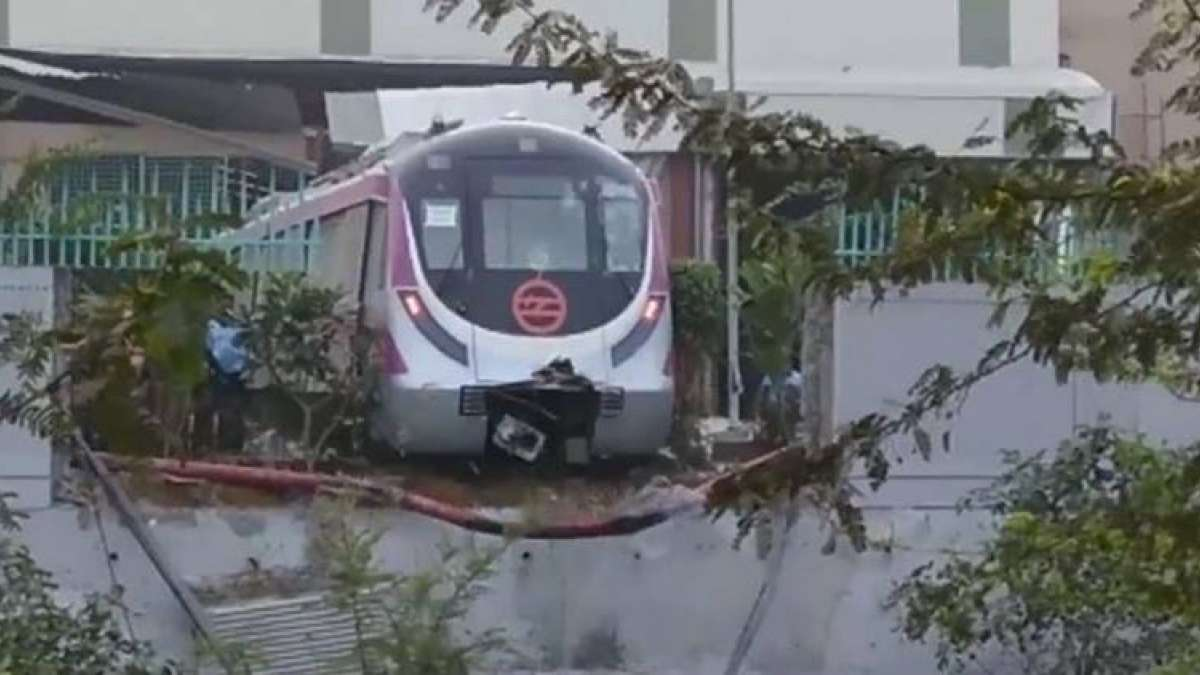 Accident on Delhi Metro new line during trials