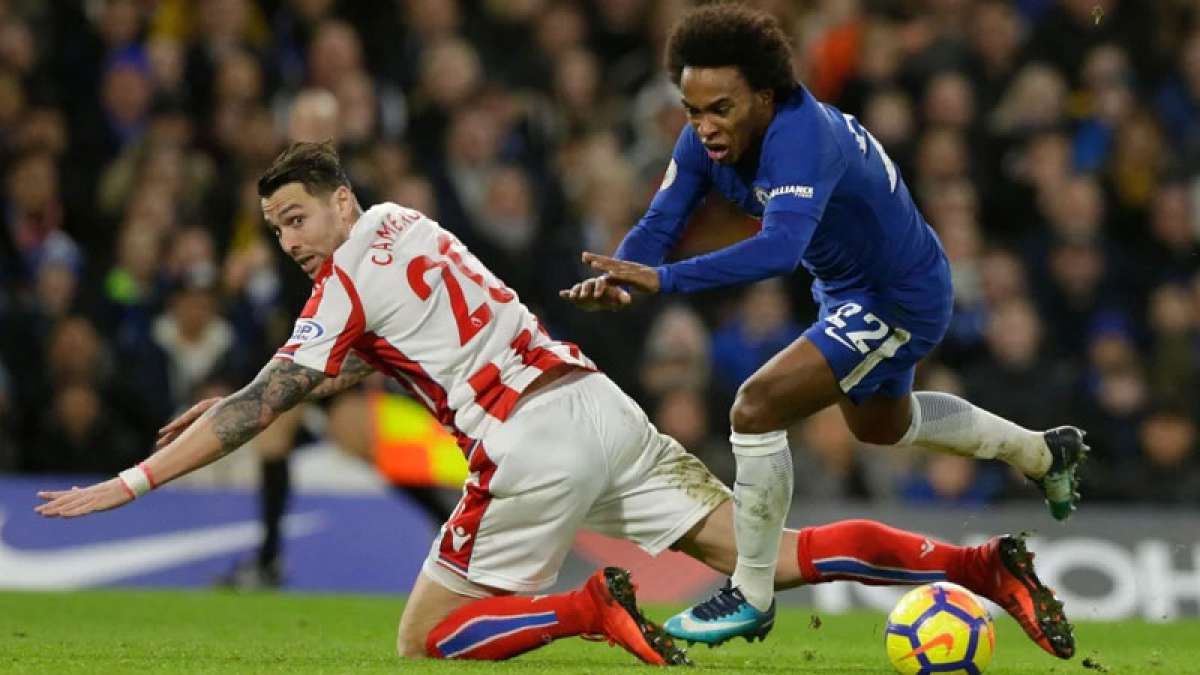 EPL: Chelsea routs Stoke City, Liverpool rallies against Leicester