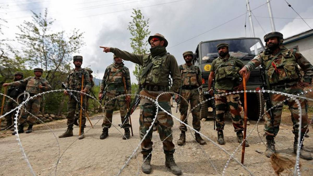 Six Pakistani soldiers, 1 officer killed in cross-border firing
