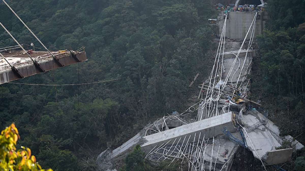 Bridge under construction collapse kills 10 in Central Colombia, several missing