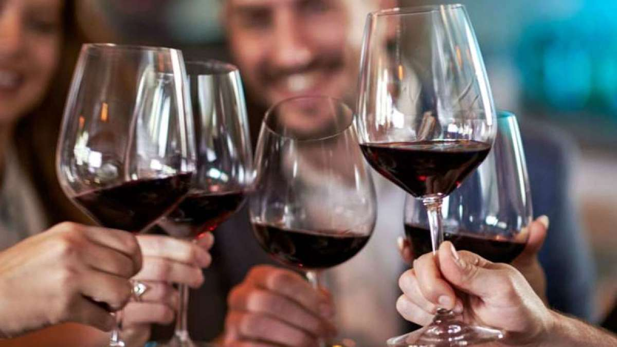 Alcohol consumption increases a risk of dementia