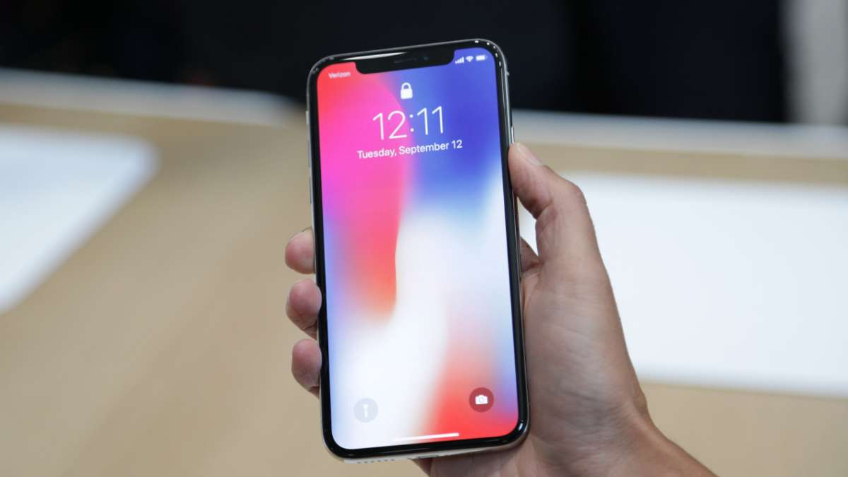 Apple may replace iPhone X devices with FaceID issue