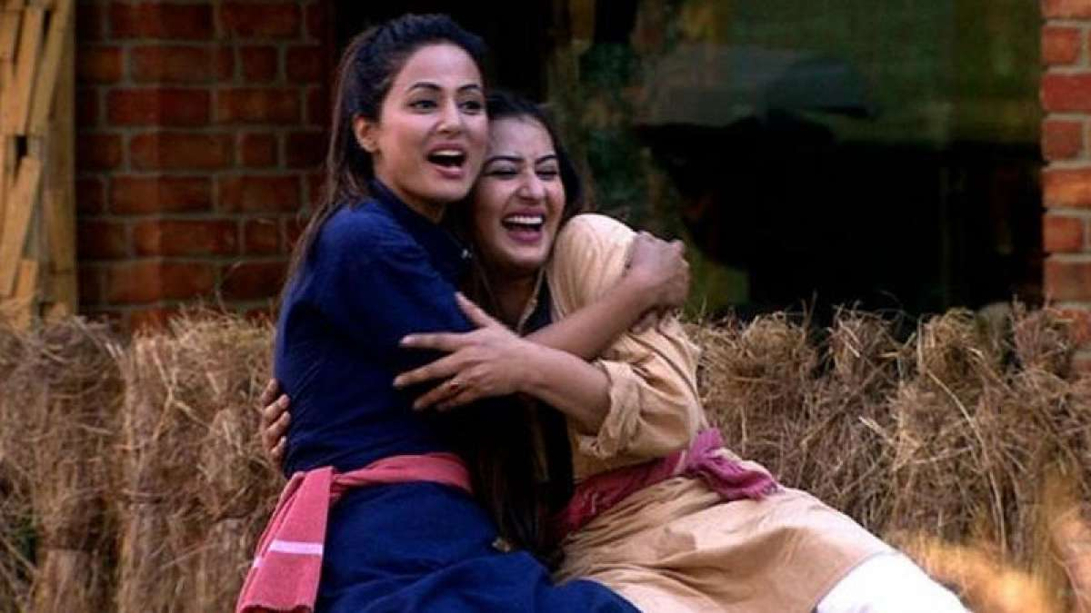 Shilpa Shinde confirms friendship with Hina Khan, uges fans to stop fighting