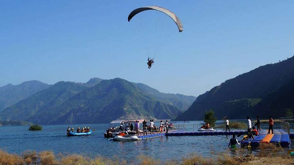 Every year Uttarakhand Tourism organizes Tehri Lake festival which unfolds the adventure of water sports and the colour of cultural events