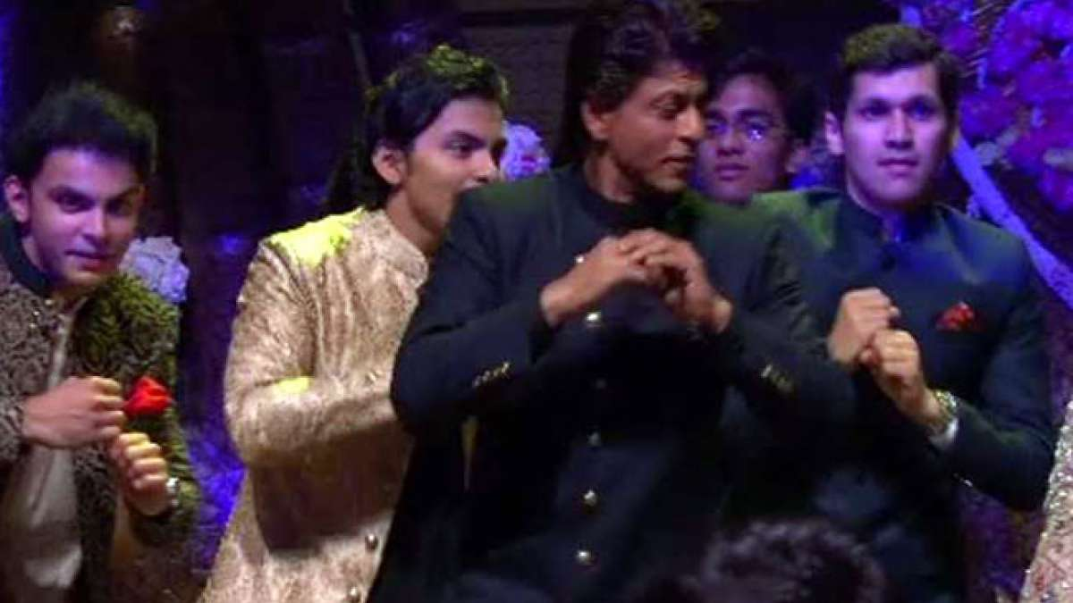 Shah Rukh Khan dancing in Akash Ambani and Shloka Mehta.