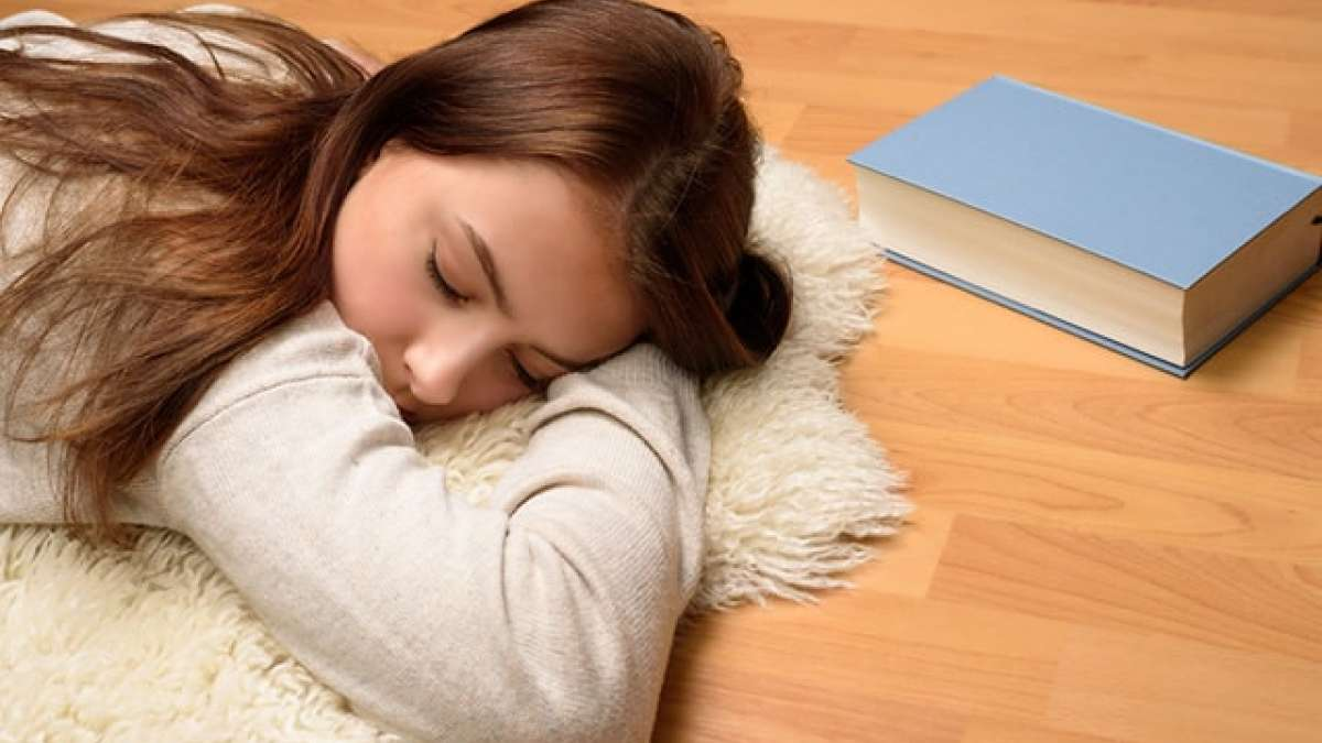 Sleeping on the floor allows proper communication of blood, coordinating the body and mind