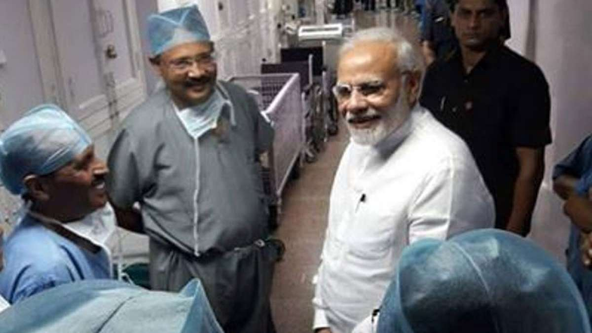 PM Modi's viral picture on social media with AIIMS doctors