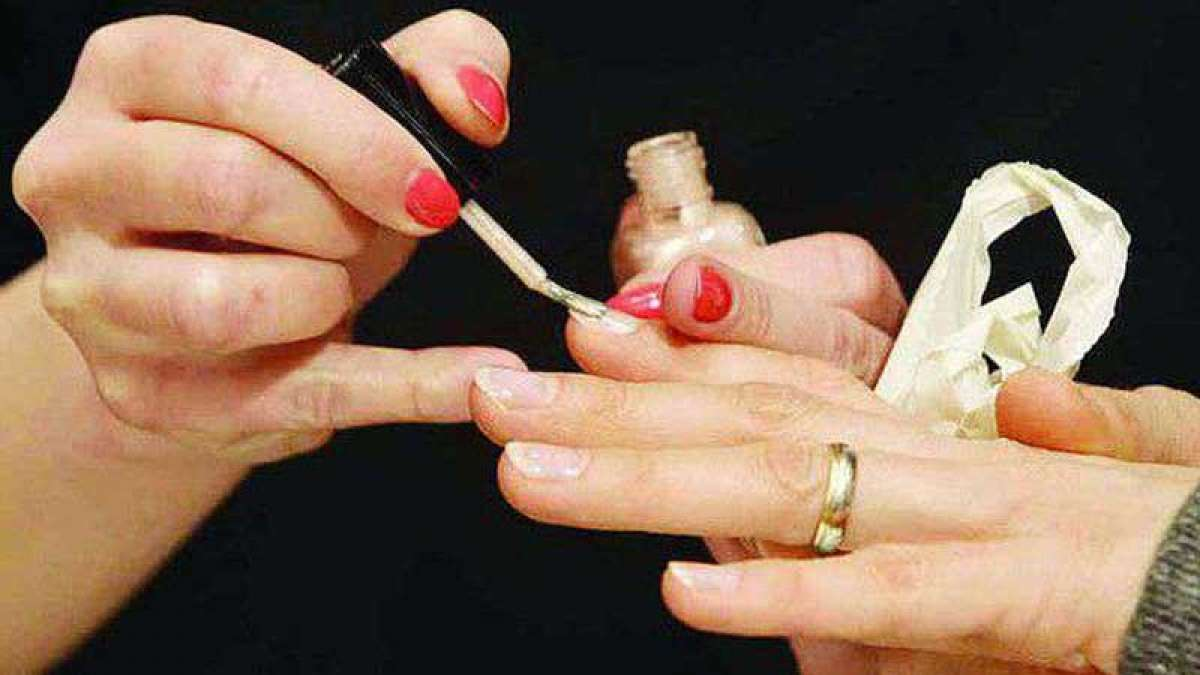 "Wearing nailpolish during namaz ""un-Islamic"": Darul"