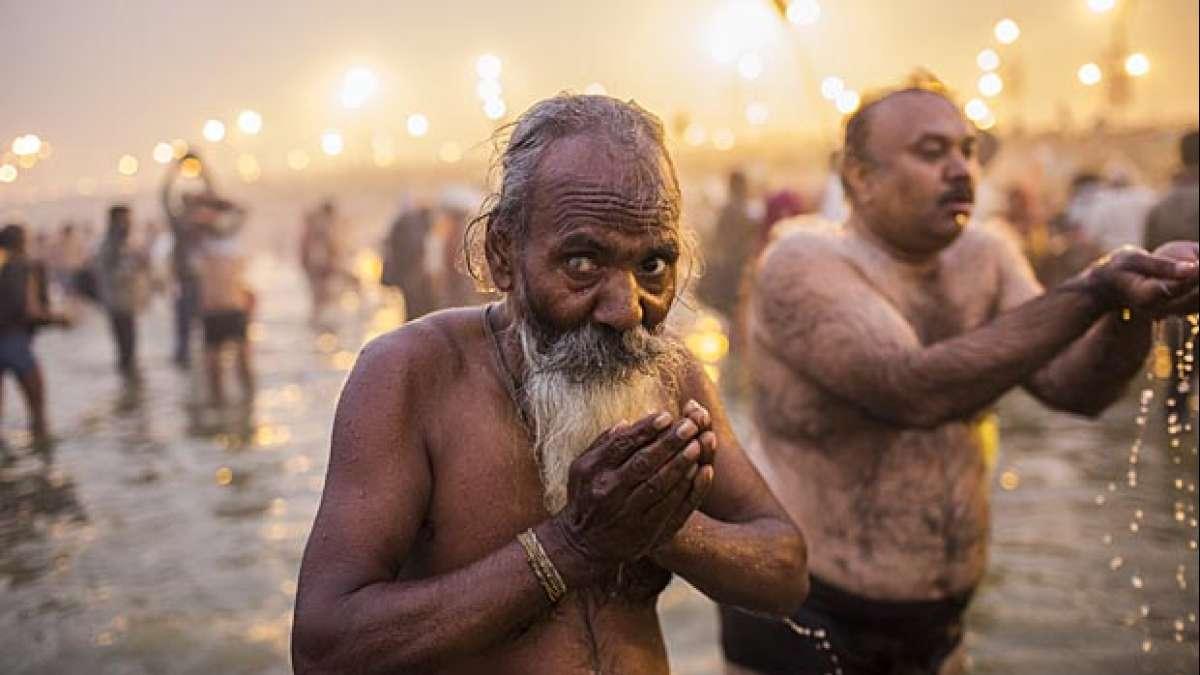 Devotees taking bath in Triveni Sangam