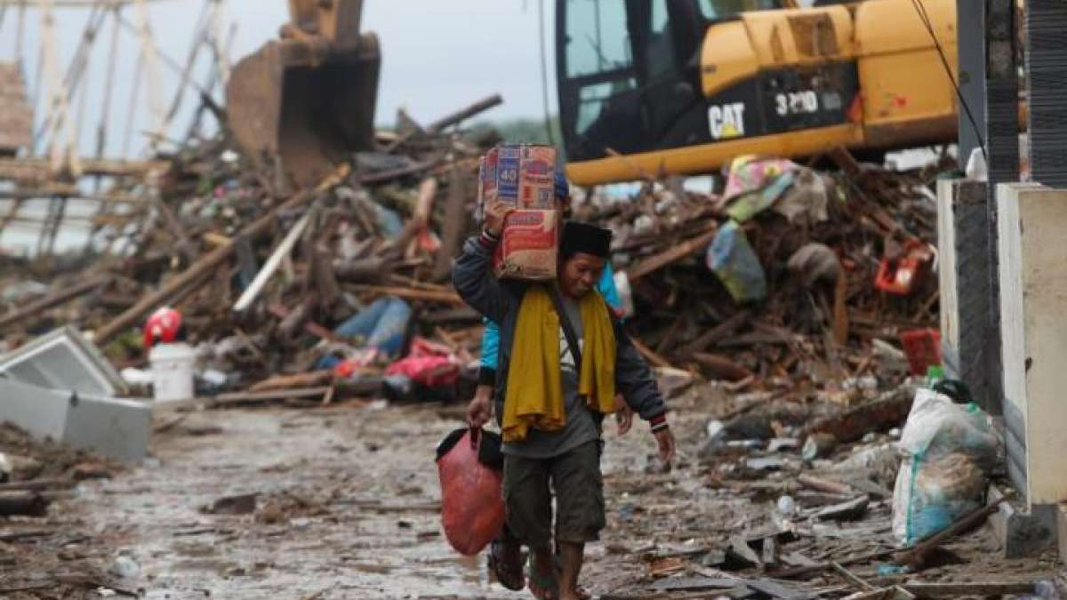 Indonesian tsunami rescue efforts continue as country marks 2004 disaster