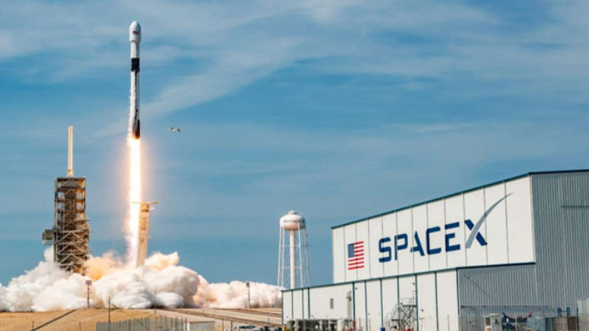 SpaceX to lay off 10% of workers due to 'difficult challenges'