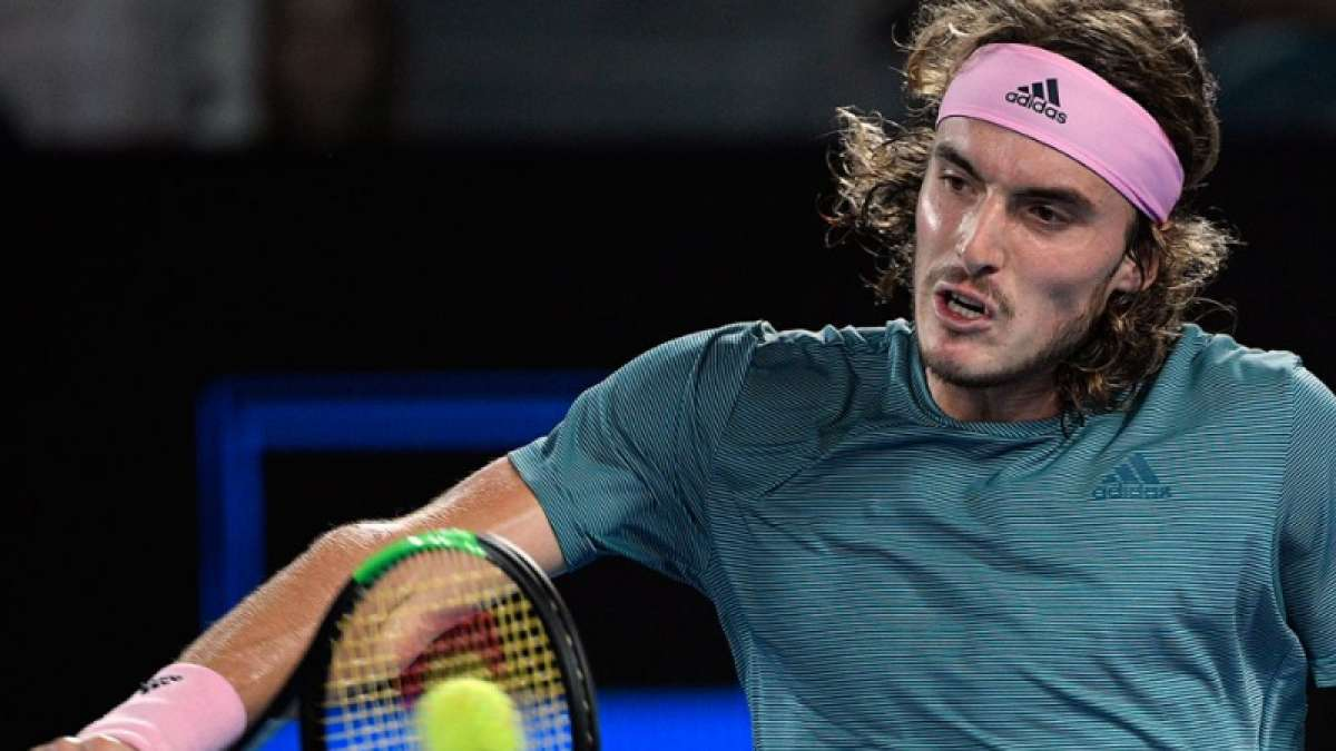 Tsitsipas stuns champion Federer, advances to Australian Open quarters
