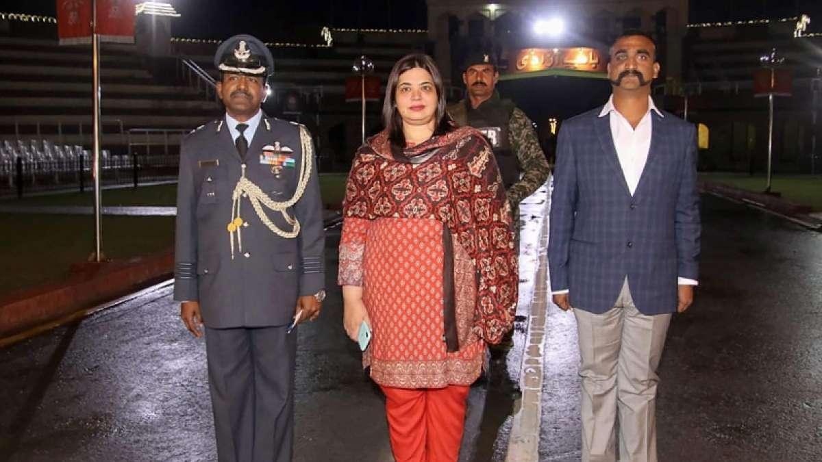 Who was the lady walking with IAF Wing Commander Abhinandan Varthaman