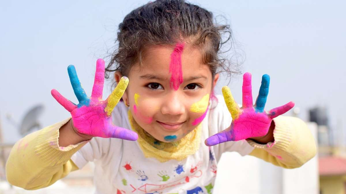Holi Festival 2019: Holi WhatsApp messages, Facebook status, wishes and poems