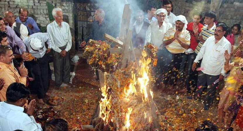 Holika Dahan 2019 Shubh Muhurat, Puja Timings, History Significance & Importance