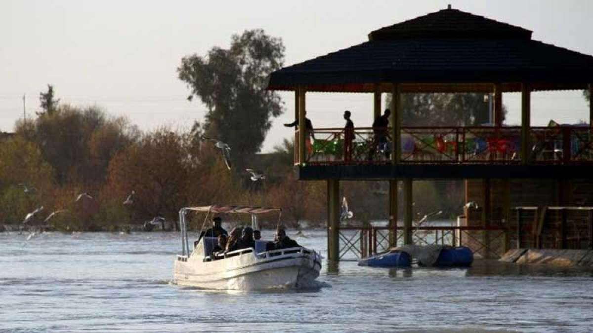 Ferry on a holiday trip sinks in Iraq, 100 dead