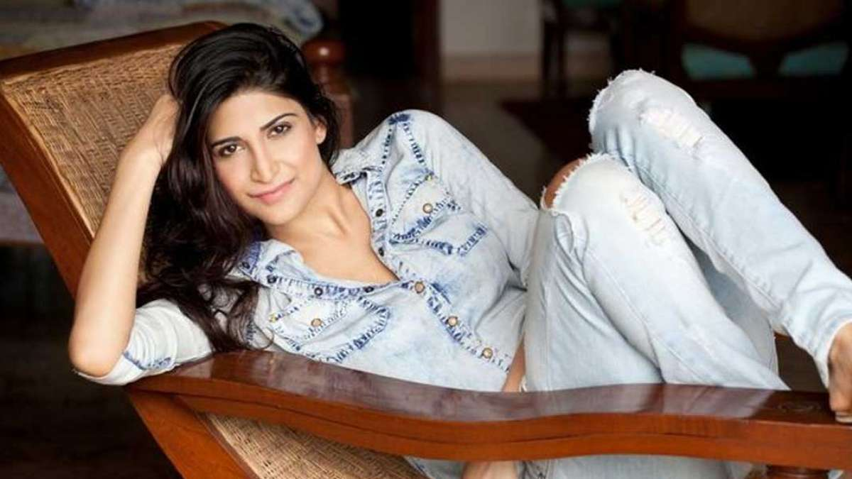 Aahana Kumra held hostage by a cab driver, shares incident on Twitter