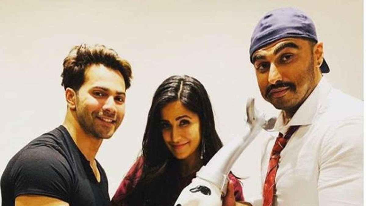 Arjun Kapoor and Varun Dhawan presented a Dalmatian trophy to Katrina Kaif