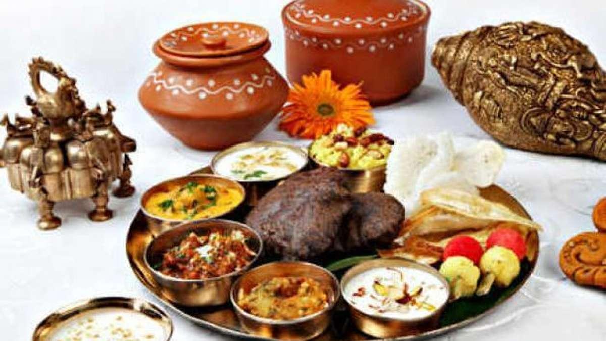 On Navratri, devotees keeping vrat should eat satvik food, free of onion and garlic.