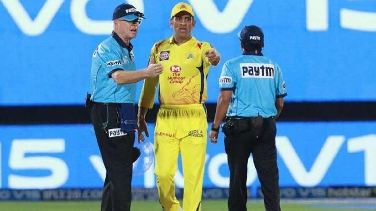MS Dhoni loses cool, walks into the ground during CSKvsRR IPL match