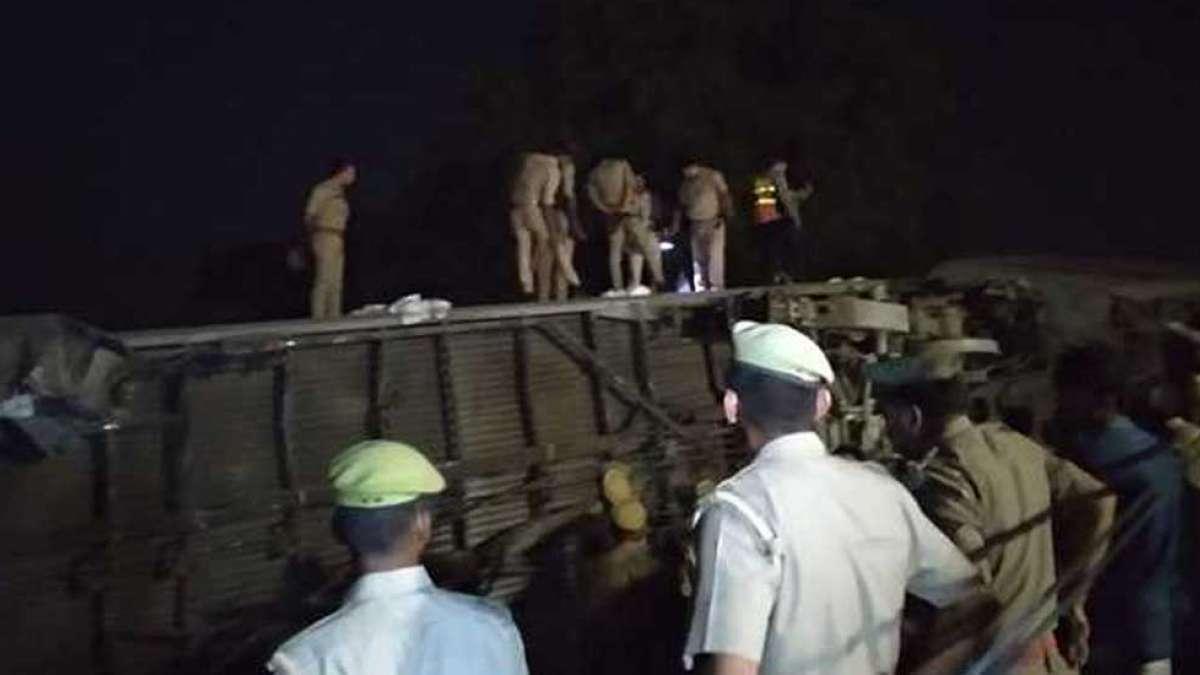 10 coaches of Delhi-bound Poorva Express derail in Kanpur, 5 injured