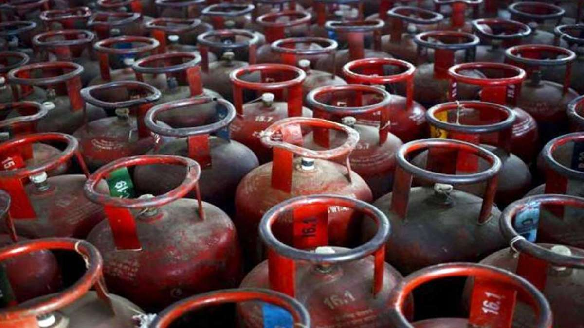 LPG price hiked; Cylinder without Subsidy at Rs 712.50 in Delhi, Rs 684.50 in Mumbai