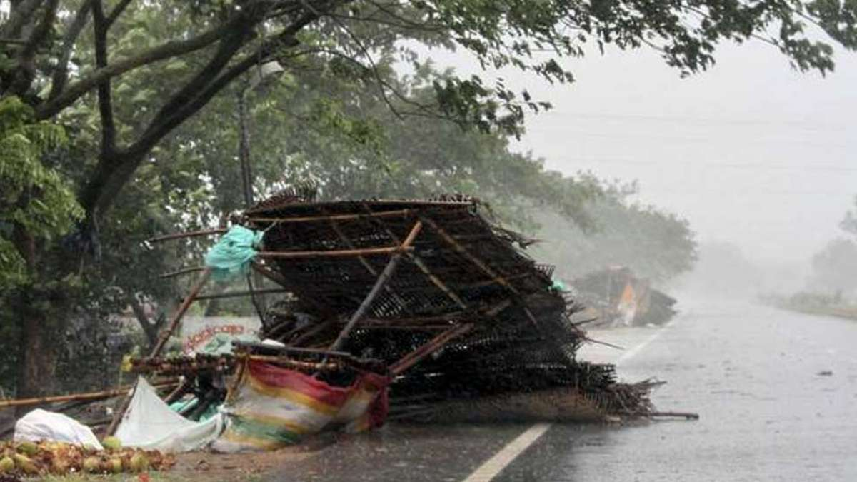 Cyclone Fani dismantles Odisha, 3 reported dead, heads towards West Bengal