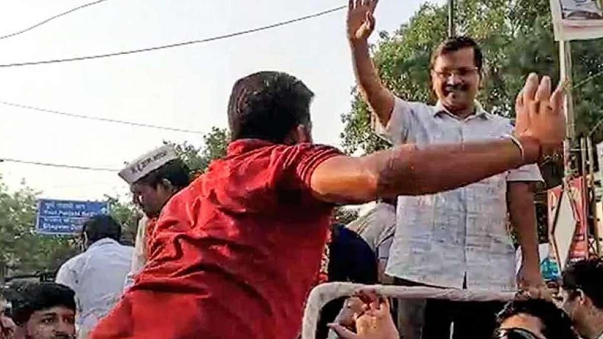 Arvind Kejriwal slap attack: Court admits defamation suit against Manoj Tiwari