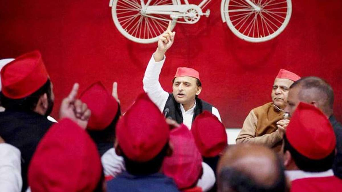 After Mayawati, Akhilesh Yadav declares to fight in by-polls alone