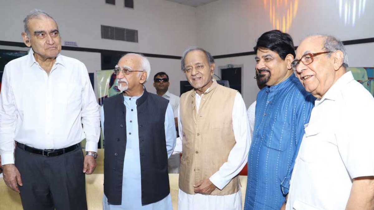 Politicos spread message of universal brotherhood at Iftar party