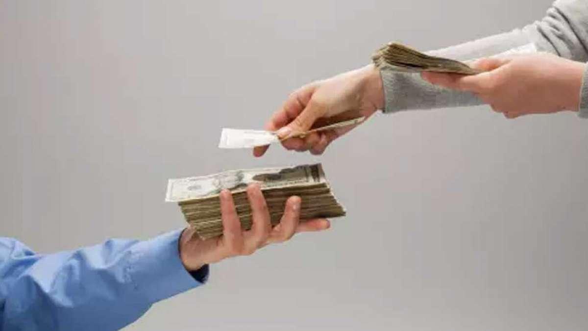 Bajaj Finance Fixed Deposit: How are women mastering the art of retail investing?