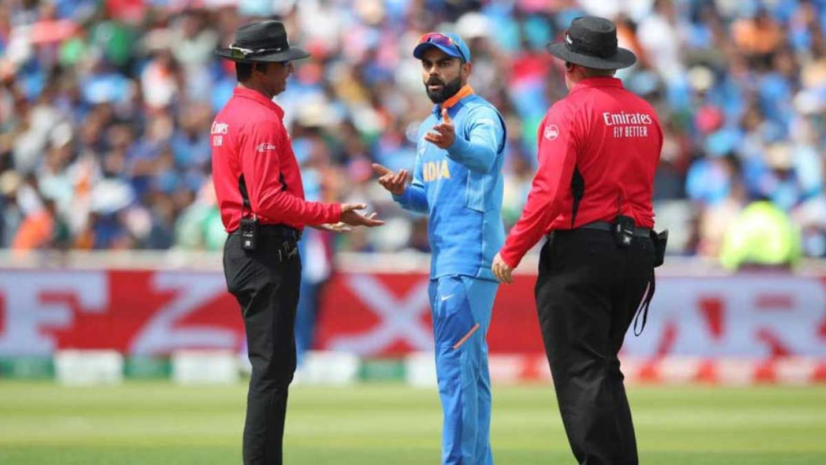 Virat Kohli argues with on-field umpire as India lose review