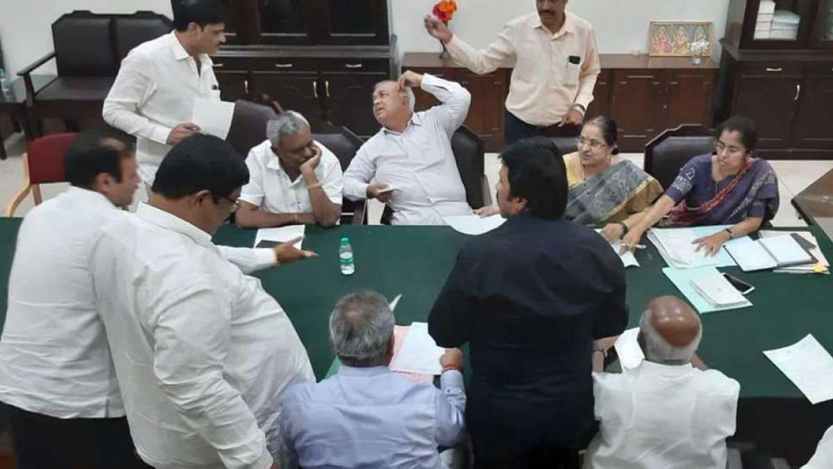 Karnataka: Congress-coalition government on the verge of collapse with 11 new resignations
