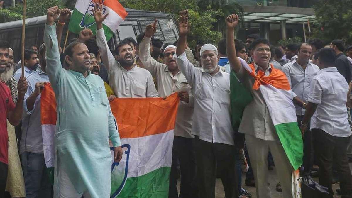 Karnataka: All Congress MLAs quit, submit resignation to CM