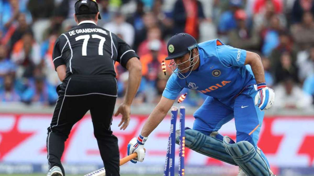 Fans raise question on umpiring during MS Dhoni's runout