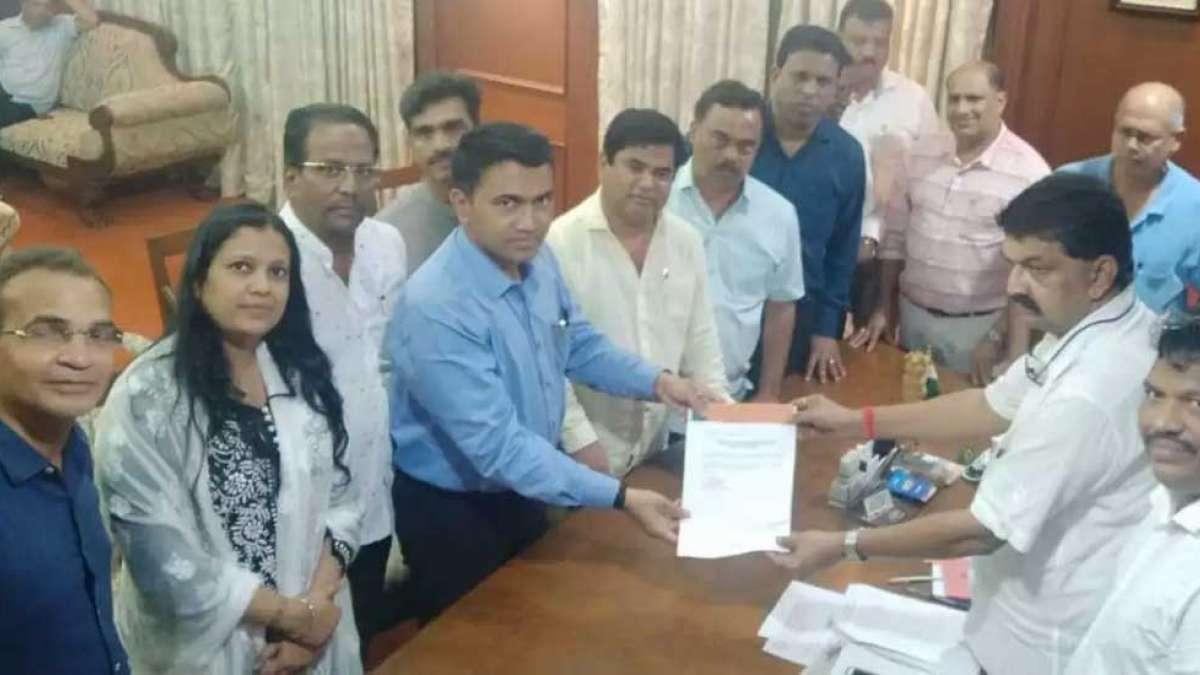 10 of 15 Cogress MLAs join BJP in Goa