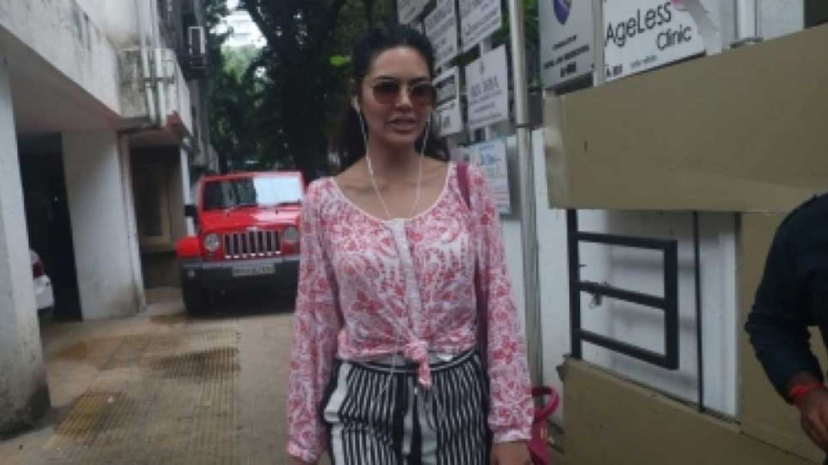 Delhi businessman files criminal defamation case against Esha Gupta
