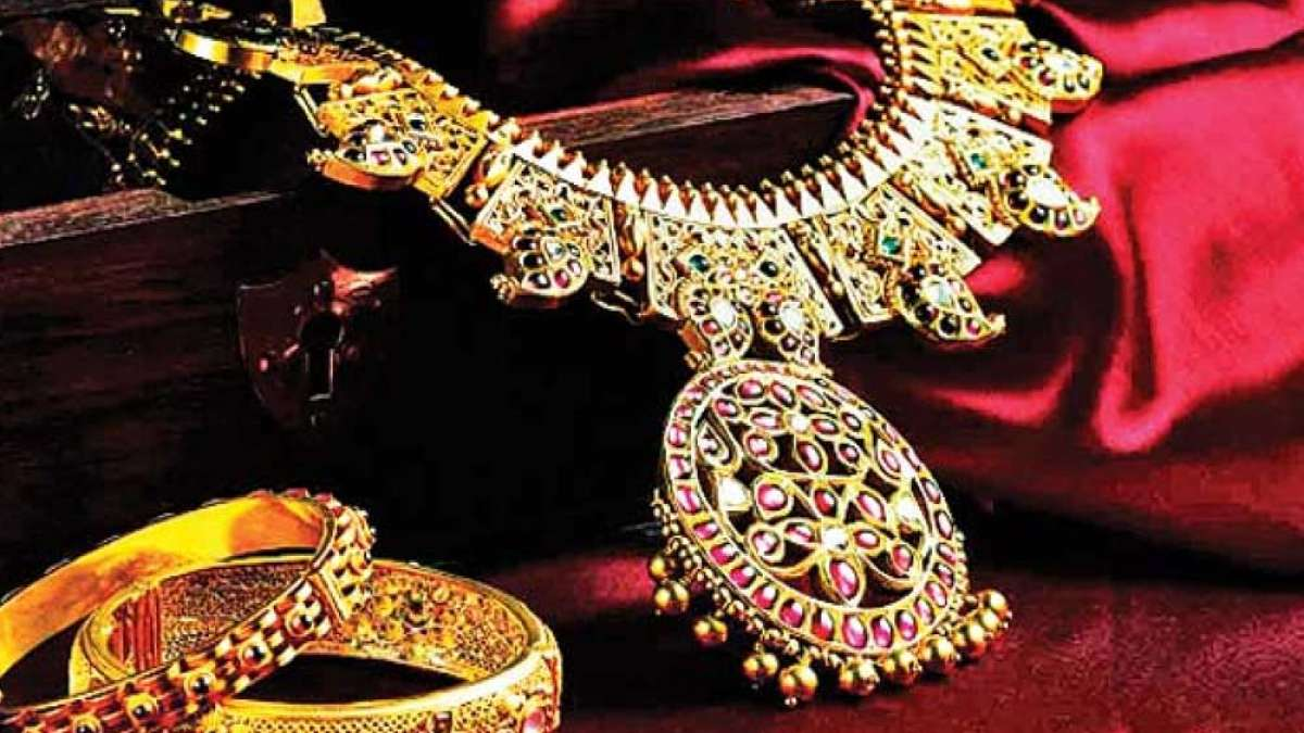 Gold Touches All Time High Of Rs 35 970 Per 10 Gram