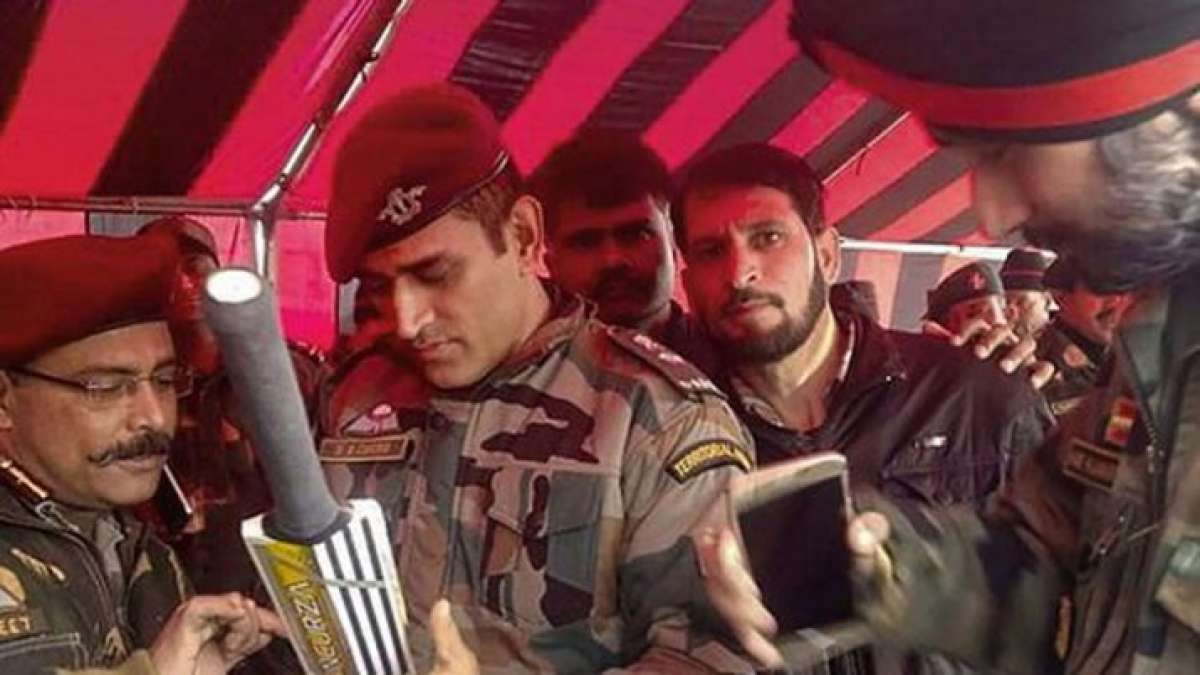 MS Dhoni's first picture on Indian Army duty goes viral on internet