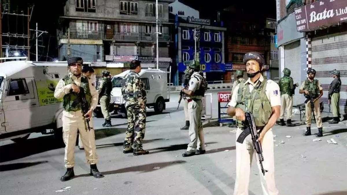 What is happening in Kashmir? Leaders under house arrest, schools shut, internet down