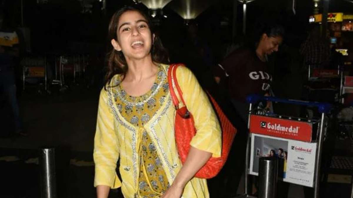 Sara Ali Khan shows how celebrities must behave at the airport: Rishi Kapoor