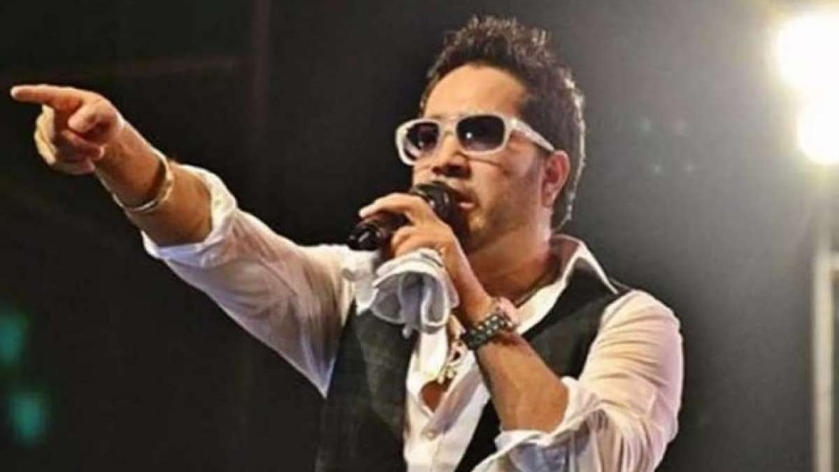 Mika Singh creates controversy in Pakistan, sparks outrage