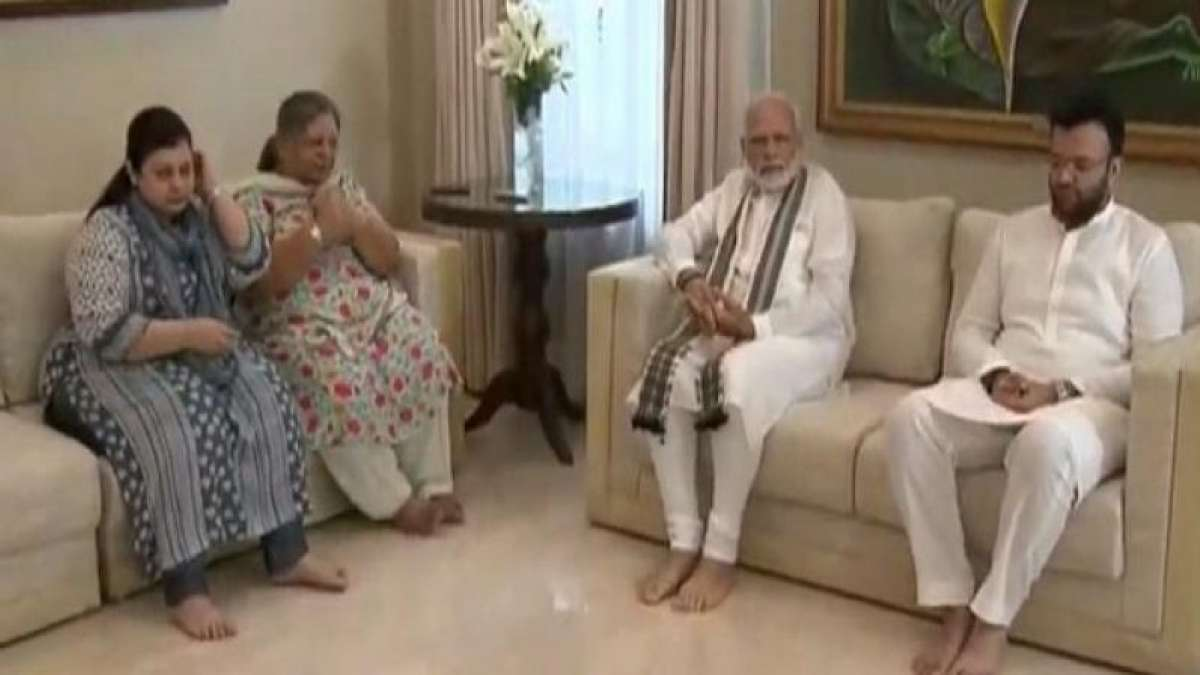 PM Narendra Modi meets late Arun Jaitley's family at his residence