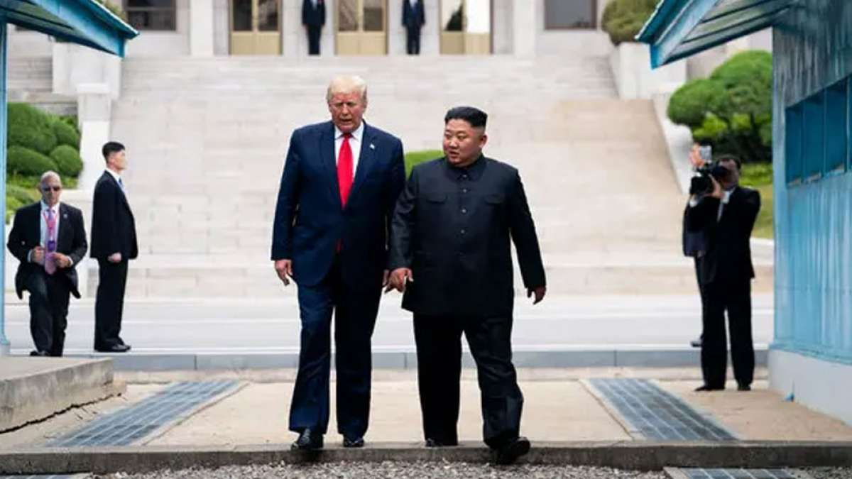 North Korea fires projectiles, after agreeing to talk to US