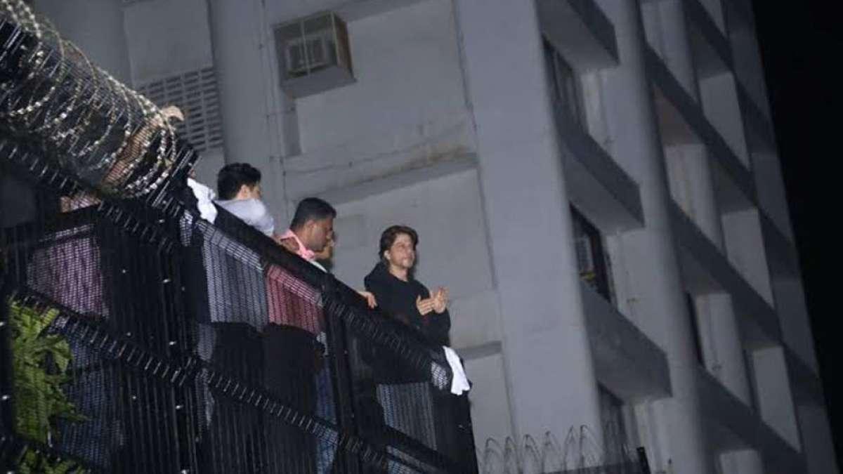 Shah Rukh Khan greets fans outside Mannat on his Birthday