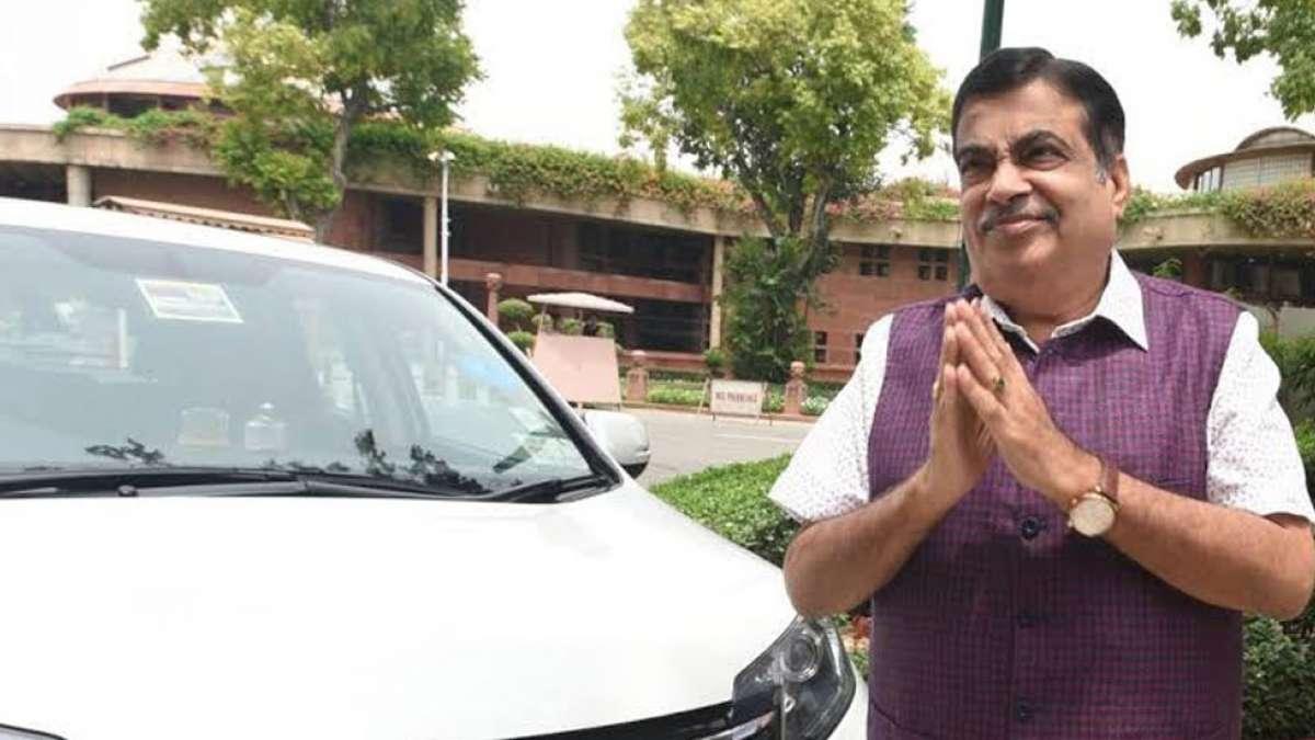 Maharashtra: Nitin Gadkari takes a sudden flight to Nagpur as time runs out